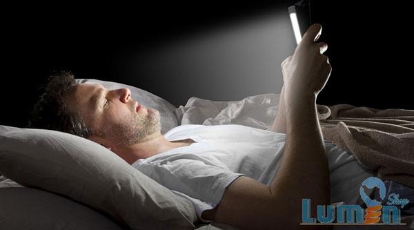 نور آبی تلفن هوشمند