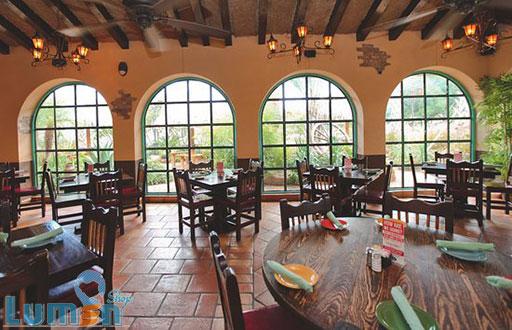 استفاده از نورپردازی طبیعی در رستوران