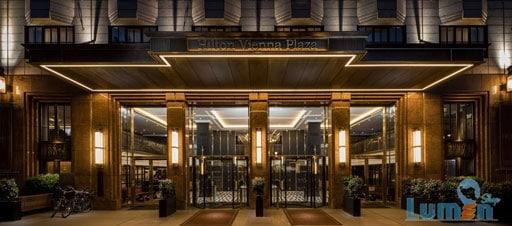 نور بیرون هتل